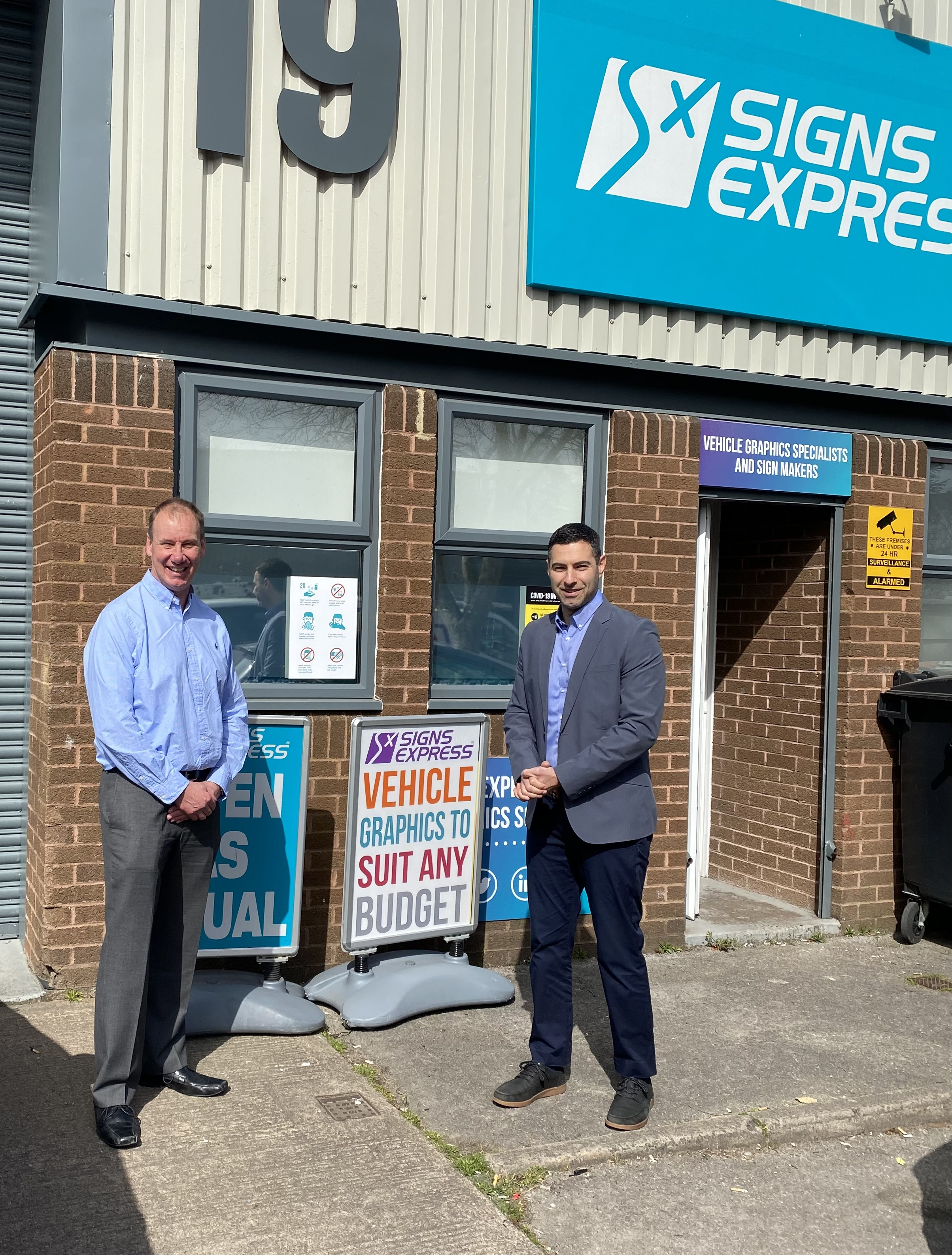 New owner welcomed at Signs Express (Gloucester)